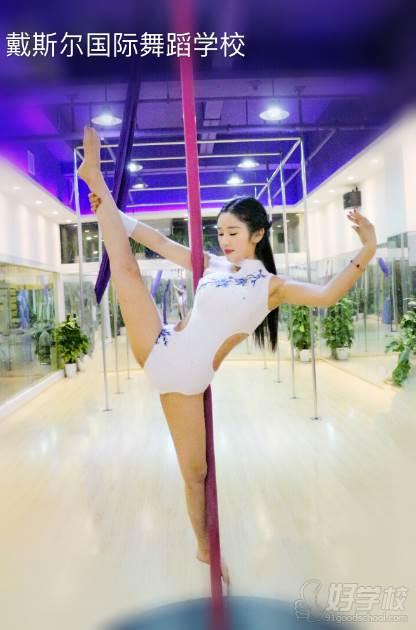 戴斯尔舞蹈国际艺术学校 训练现场