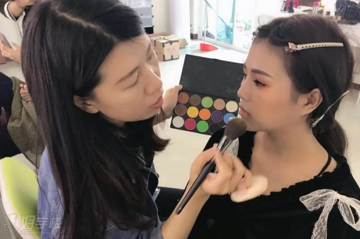 廣州美昵美妝培訓學校  一對一教學