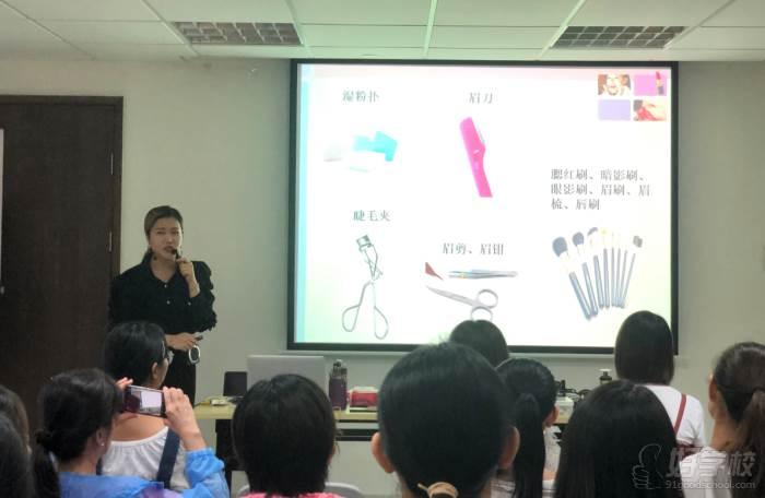 廣州美昵美妝培訓學校  老師教學