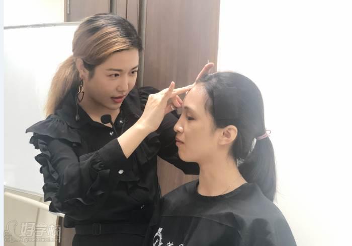 廣州美昵美妝培訓學校  化妝教學