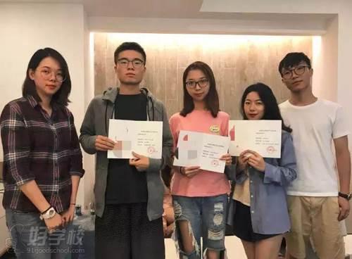 2018年获得助研奖励的同学和老师合影