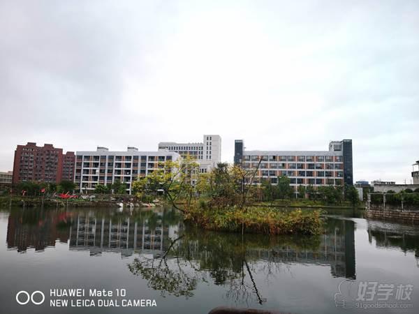 温州商学院 校园湖畔