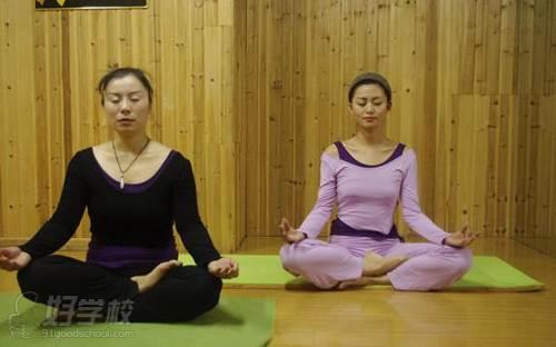 河源嘉莉瑜伽学院 高温瑜伽