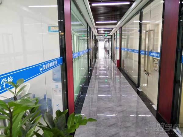 深圳鵬信達教育 學校走廊