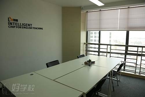 昆明朗播英语培训中心 教室环境