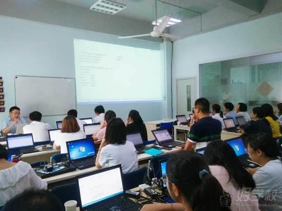 西安鷗鵬IT教育 名師授課