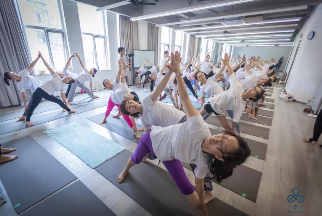 北京瑜伽学校_瑜伽教练零基础200小时培训课程-一伽一瑜伽学院-【学费,地址 ...