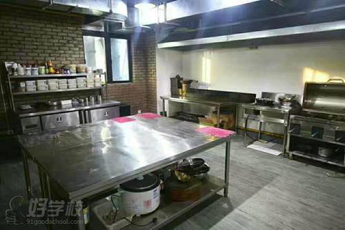 上海小胡子餐饮培训学校  厨房