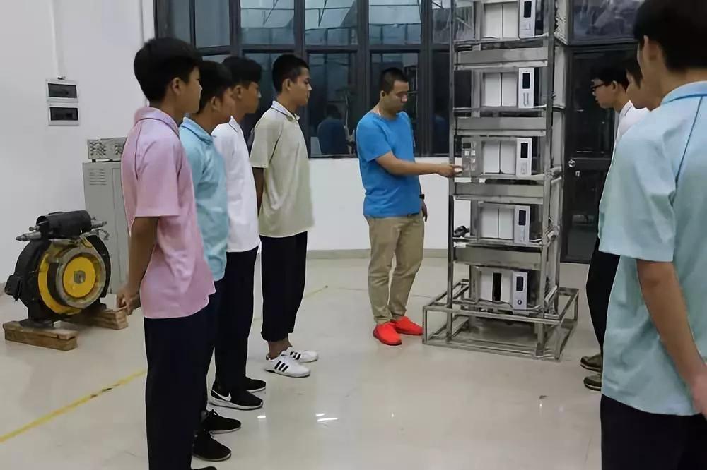 佛山电气自动化设备安装与维修(电梯安装与维护方向)专业中专招生