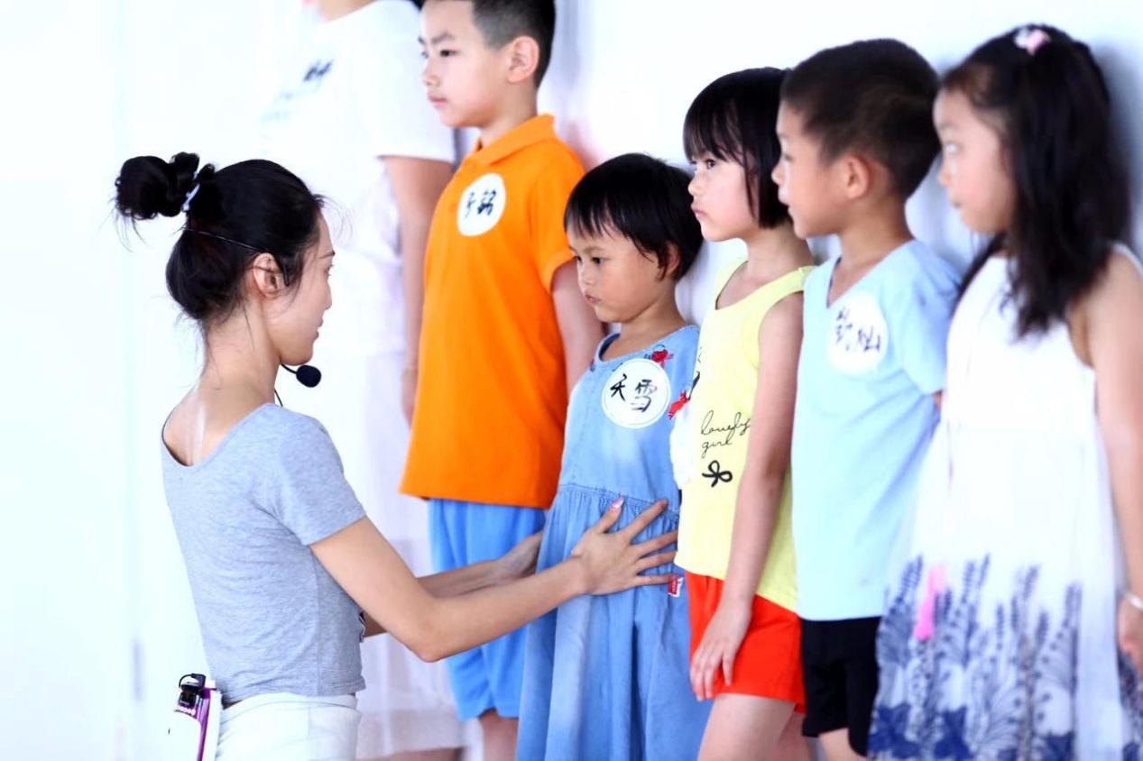 广州新丝路青少年模特课程