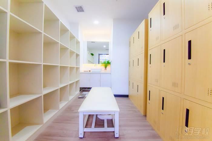 休息區-更衣室環境