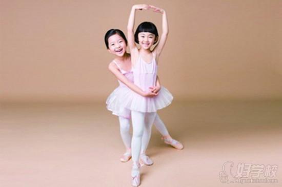 一:孩子是从4岁可学芭蕾?9岁可学芭蕾?是早学好还是晚点学比较好?