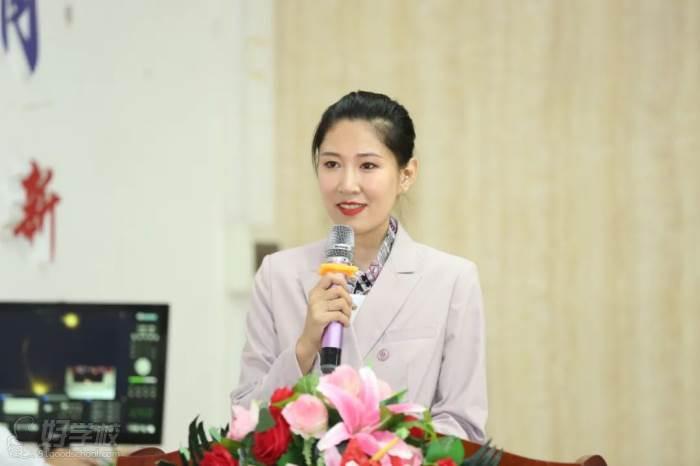 ▲大會主持人:深圳市新中德教育集團行政副總  葛寧