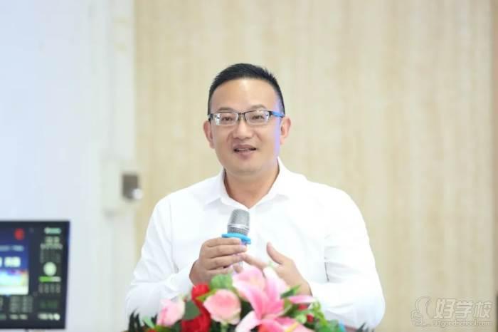 ▲深圳市新中德教育集團董事長  王國霞