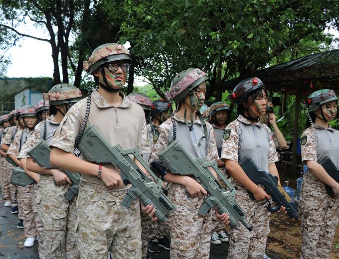 深圳青少年军事训练夏令营