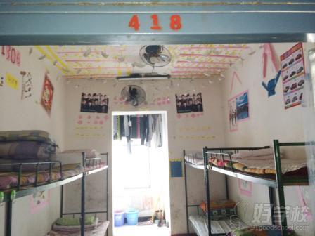 湖南省工业贸易学校举行寝室装饰创意设计比赛活动图片