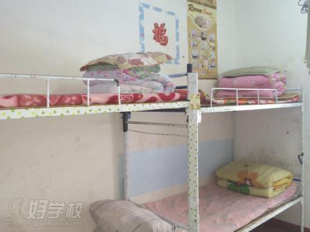湖南省工业贸易学校举行寝室装饰创意设计比赛活动