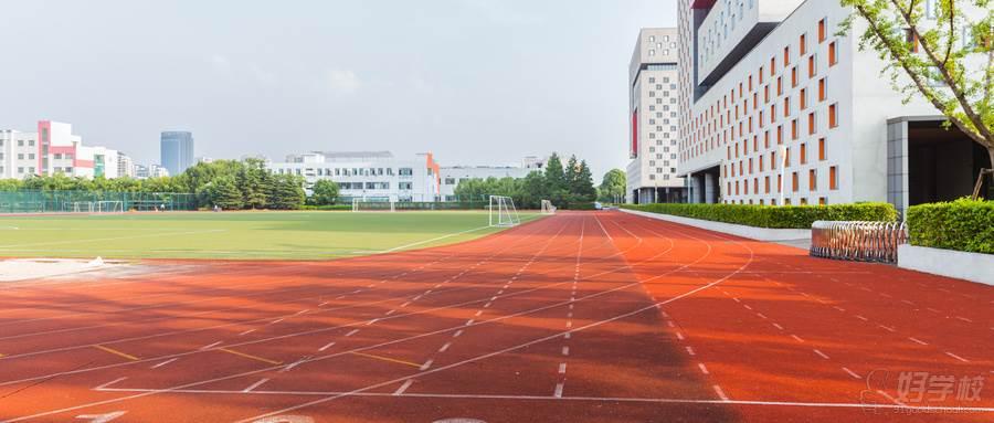 摄图网_500497178_wx_上海视觉艺术学院操场跑道(企业商用)