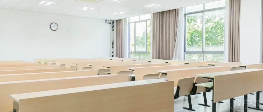 摄图网_500383411_wx_毕业季校园空荡荡的大学教室(企业商用)
