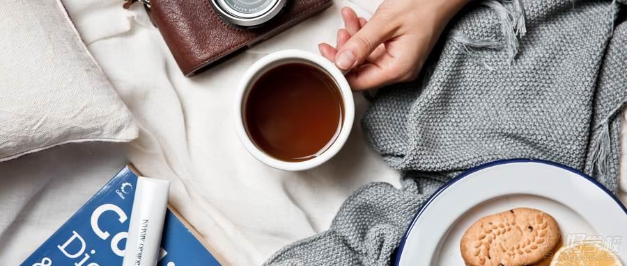 摄图网_500484942_wx_创意生活氛围相机咖啡和饼干书本(企业商用)