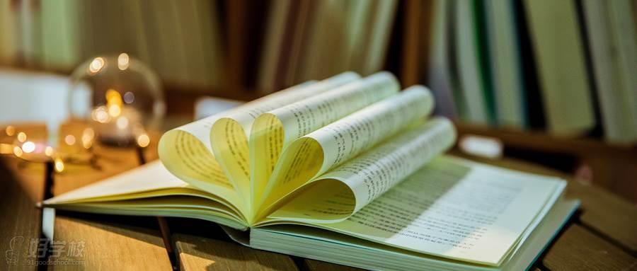 摄图网_501280529_wx_图书馆书籍造型(企业商用)