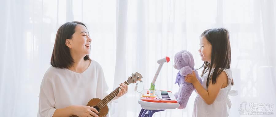 摄图网_500493765_wx_温馨家庭母女亲子游戏(企业商用)
