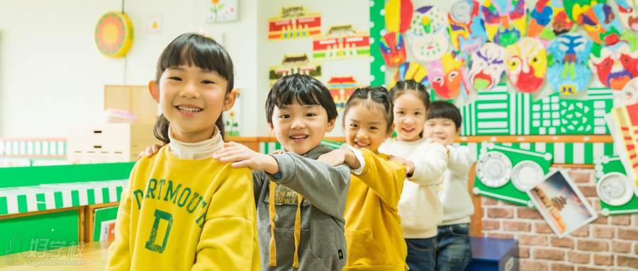 摄图网_501112151_wx_儿童节幼儿园儿童排队(企业商用)