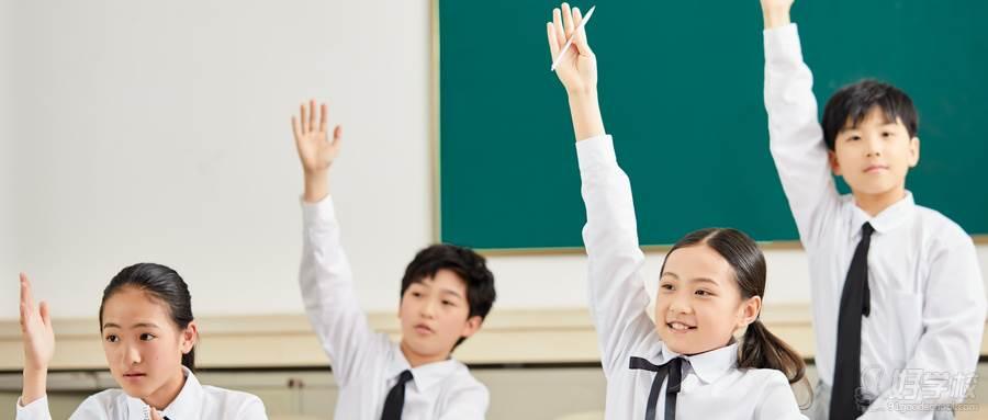 摄图网_501282222_wx_小学生课堂举手(企业商用)
