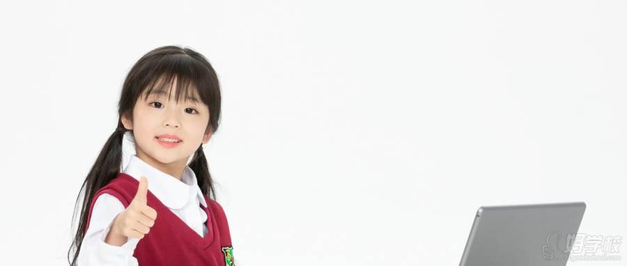摄图网_501540769_wx_小女孩看平板电脑学习(企业商用) (1)